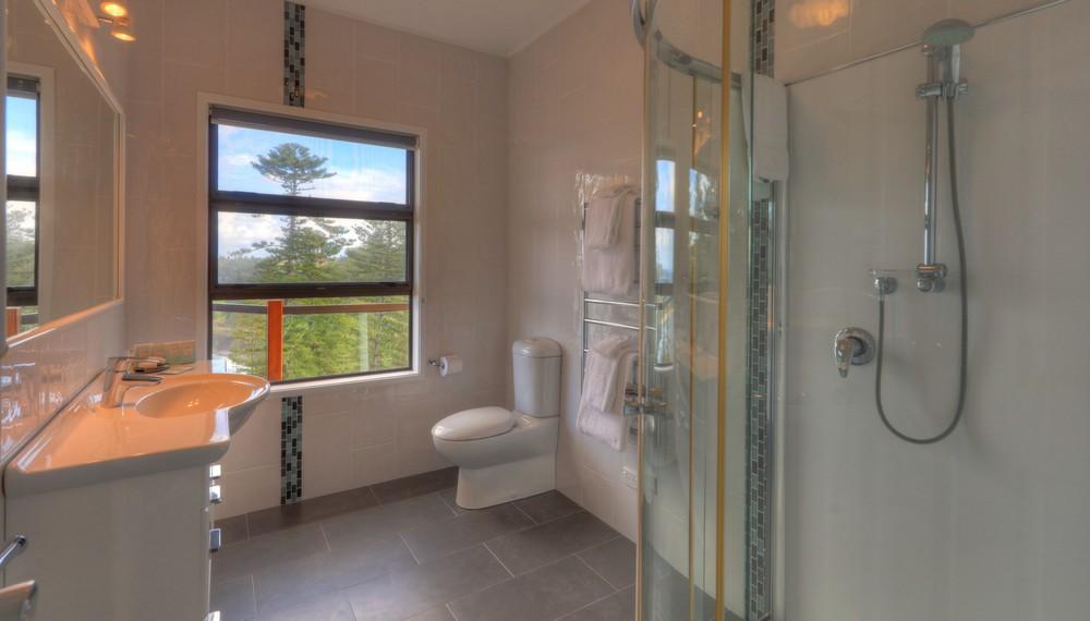 RE3 Bathroom2