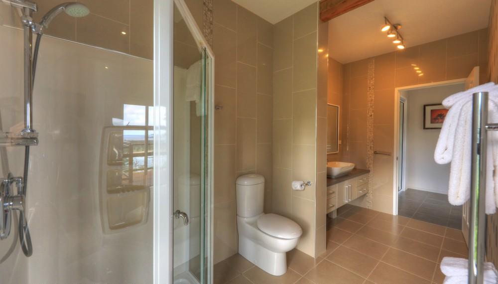 RE3 Bathroom3