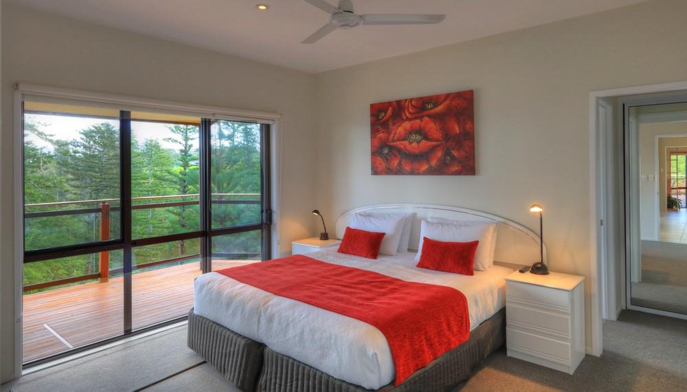 RE3 Bedroom2